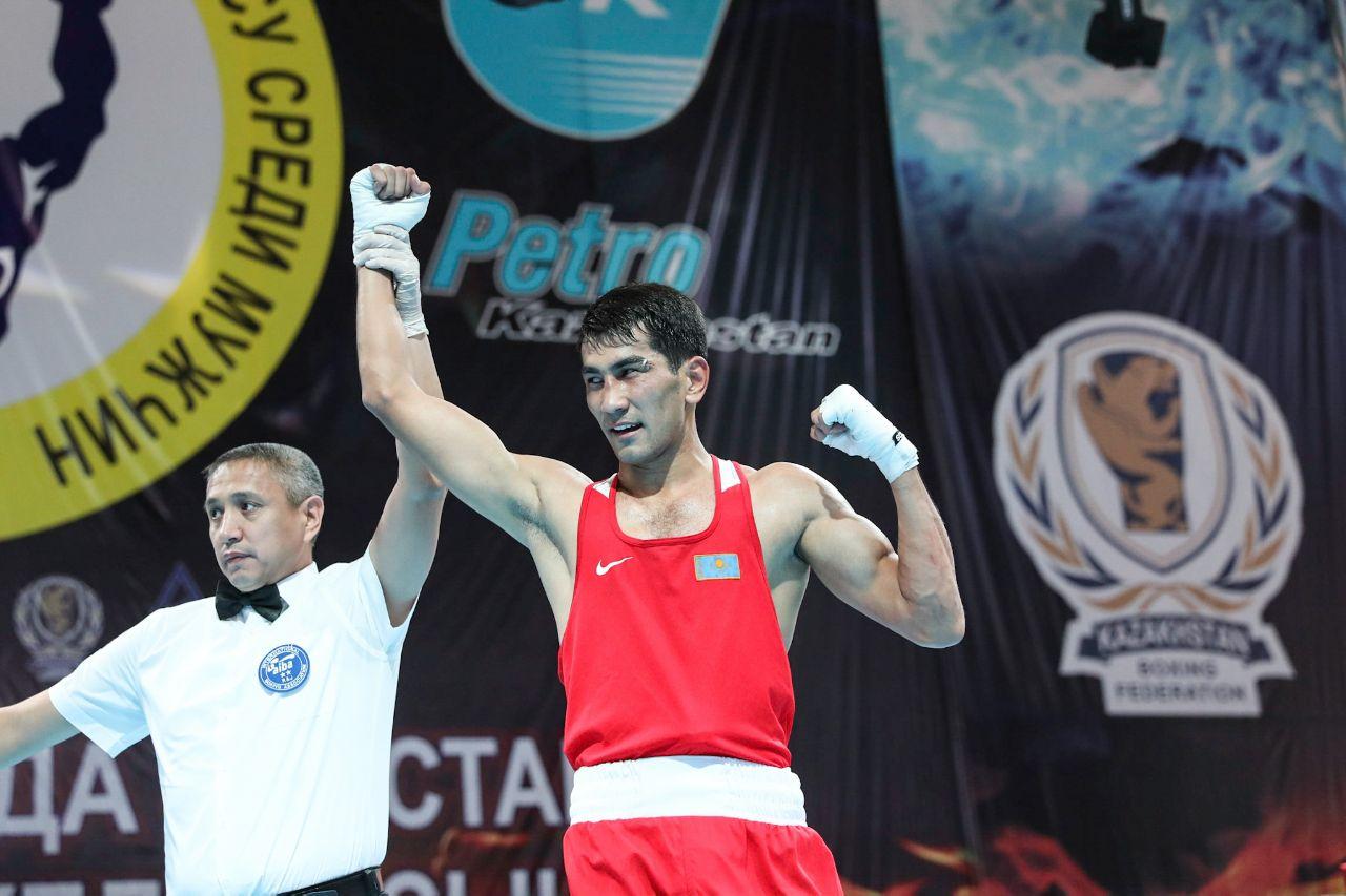 Фоторепортаж с финальных боев и церемонии награждения чемпионов и призеров чемпионата Казахстана