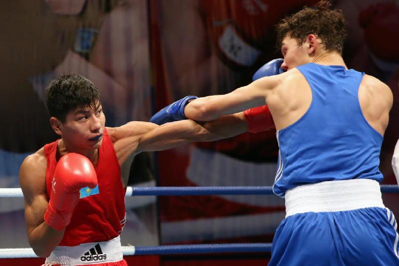 Двое казахстанских боксеров перешли в профессионалы