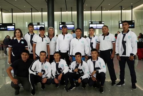 20 килограммов конины и 40 килограммов медикаментов: команда казахстанских боксёров отправилась на Азиатские игры