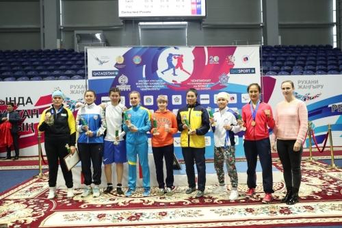 Чемпионки Казахстана провели зарядку с болельщиками