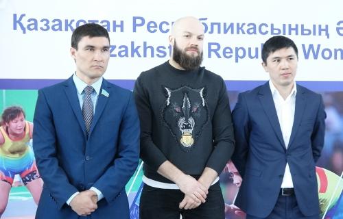 Сапиев, Левит и Акшалов стали почетными гостями на открытии Академии женской борьбы