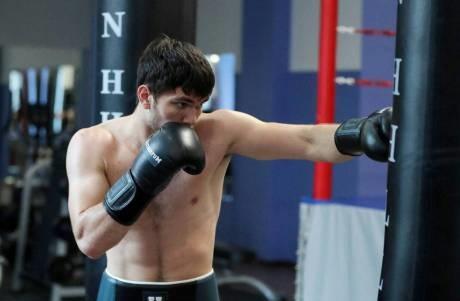 Али Ахмедов одержал шестую подряд победу в профессионалах