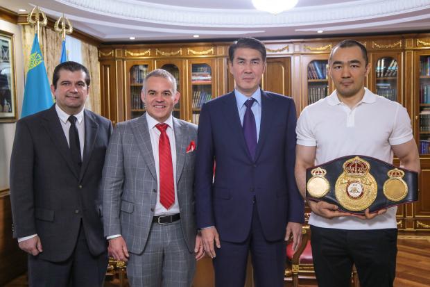 Мендоза завершил успешную поездку в Казахстан