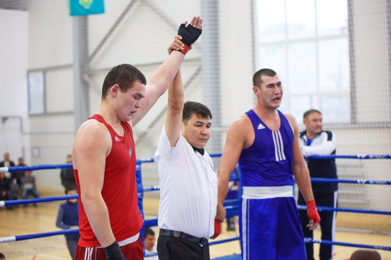 Бапкер мен боксшы Астанада төрешіні ұрғаны үшін қатаң жазаланды