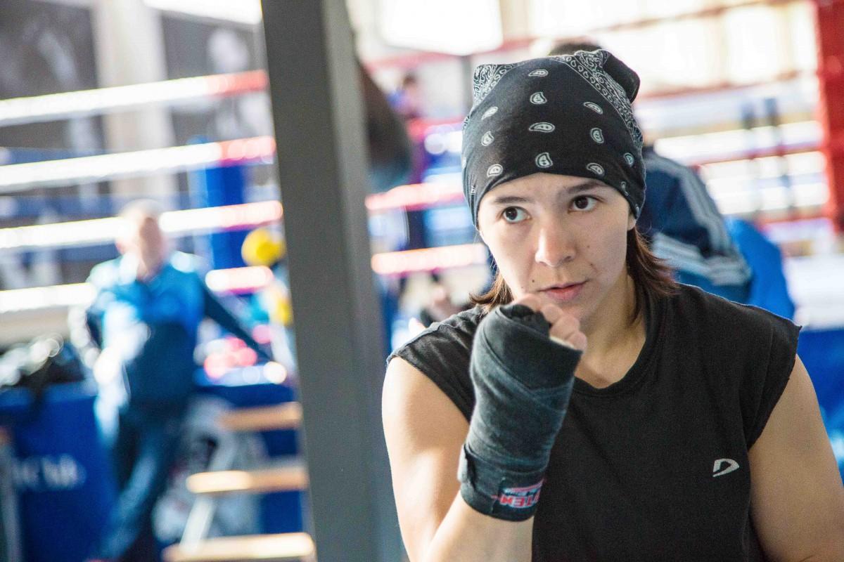 Казахстанская чемпионка мира Дина Жоламан вступает в борьбу на Кубке Наций