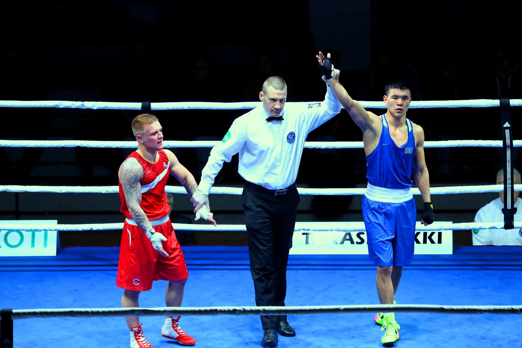 Турнир Gee Bee – трое боксёров в полуфинале