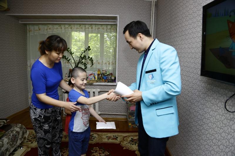 «Астана Арланс» боксшылары аукционнан түскен қаржыны науқас балаларға берді